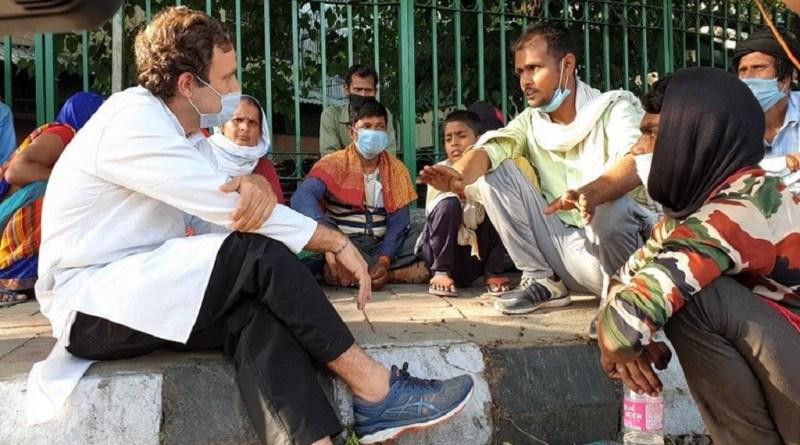 देश में कोरोना लॉकडाउन के बीच कांग्रेस नेता राहुल गांधी ने शनिवार को दिल्ली की सड़कों पर उतरे और अपने घर पैदल जा रहे प्रवासी मजूदरों से मुलाकात की और उनका हाल जाना।