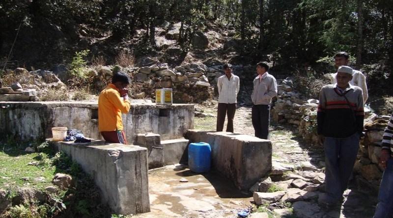 उत्तराखंड लॉकडाउन में ढील मिलने के साथ बाहर फंसे प्रवासी लोग बड़ी संख्या में ग्रामीण क्षेत्रों में पहुंच रहे हैं। लॉकडाउन अवधि से अब तक अल्मोड़ा जिले में विभिन्न राज्यों में फंसे 4 हजार से अधिक प्रवासी अपने गांव लौट आए हैं।