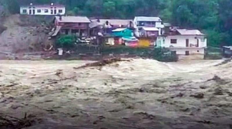 उत्तराखंड में कोरोना महामारी के बीच लोगों को एक और मुसीबत का सामना करना पड़ सकता है। प्रदेश में अगले तीन दिन तक भारी बारिश हो सकती है।
