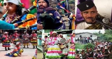 लोक गीत, संगीत, डांस वगैरह एक इलाके की पारंपरिक सांस्कृतिक और समृद्धि को दर्शाते हैं। पहाड़ों के संगीत की भी अपनी अलग पहचान है। उत्तराखंड के संगीत में प्रकृति का वास है। यहां के गीत-संगीत हमें प्रकृति के और करीब ले आती हैं।