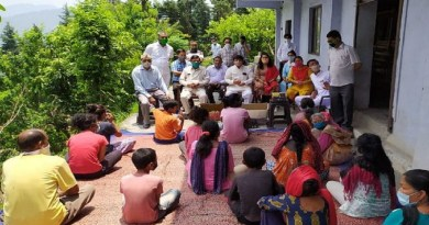 कांग्रेस के पूर्व अध्यक्ष राहुल गांधी के 50वें जन्मदिन पर अल्मोड़ा कांग्रेस ने नेक काम किया है। कांग्रेस कार्यकर्ताओं ने कुष्ठ रोगियों को फल, मास्क, बिस्कट और दूसरी जरूरी चीजें बांटी