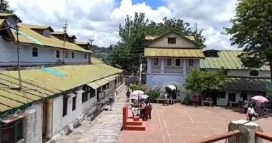 अल्मोड़ा के कलेक्ट्रेट ऑफिस को हैरिटेज भवन में तब्दील करने की कवायद शुरू हो गई है। जिले के डीएम नितिन भदौरिया ने गुरुवार को दूसरे अधिकारियों के साथ कलेक्ट्रेट परिसर में वैदिक मंत्रोच्चार के साथ भूमि पूजन किया गया।