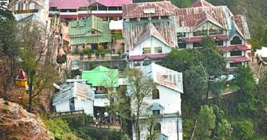 उत्तराखंड में युवाओं की एक ऐसी आबादी है जो होटल पर निर्भर है। बड़ी संख्या में पहाड़ी युवा बतौर पेशेवर होटलों में काम करते हैं।