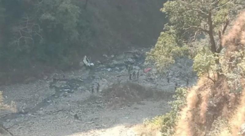 उत्तराखंड के रुद्रप्रयाग-गौरीकुंड हाईवे पर सड़क हादसे से कोहराम मच गया है। एक कार बेकाबू होकर अचानक मंदाकिनी नदी में जा गिरी।