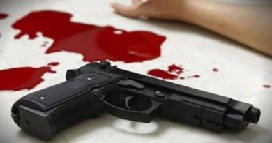 उत्तराखंड के काशीपुर के जसपुर में प्राइमरी स्कूल के शिक्षक ने खुद को गोली मारकर खुदकुशी कर ली है।