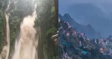 पहाड़ों की अपनी एक अलग पहचान होती है। उनकी खूबसूरती निहारते ही बनती है। बारिश और ठंड के मौसम में इसी खूबसूरती में चार चांद लग जाते हैं।