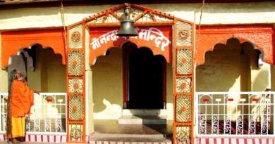 कोरोना काल में भी उत्तराखंड में चोरी की वारदातें कम होने का नाम नहीं ले रही है। अल्मोड़ा जिले के प्रसिद्ध और ऐतिहासिक मां नंदा देवी मंदिर में चोरी की कोशिश का मामला सामने आया है।