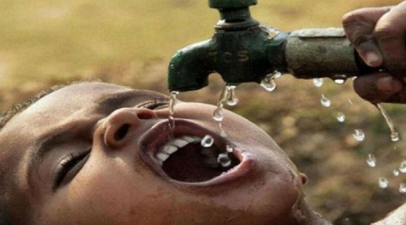 उत्तराखंड के चमोली जिले के पोखरी नगर पंचायत में पानी को लेकर हाहाकार मचा हुआ है। दरअसल, पोखरी पुनर्गठन योजना की पाइपलाइन के छतिग्रस्त होने से यहां पानी की किल्लत पिछले पांच दिनों से बनी हुई है। जिसके चलते पोखरी के लोग बेहद परेशान नजर आ रहे हैं।