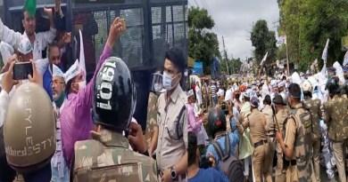 वीडियो: AAP ने की उत्तराखंड विधानसभा घेराव की कोशिश, अध्यक्ष समेत सैकड़ों कार्यकर्ता गिरफ्तार