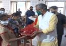 मुख्यमंत्री त्रिवेंद्र सिंह रावत ने गुरुवा को कुपोषण मुक्त भारत अभियान के कुपोषण मुक्त बच्चों के अभिभावकों को सम्मानित किया।