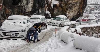 उत्तराखंड में ठंड ने दी दस्तक! इस जिले में हुई सीजन की पहली बर्फबारी, आज हो सकती है भारी बारिश