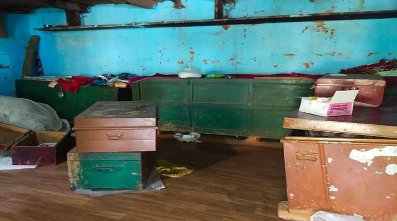 रुद्रप्रयाग कोतवाली इलाके में चोरों का आतंक देखने को मिला है। ढोंडा भारदार में एक घर में घुसे चोरों ने जमकर तांडव मचाया।