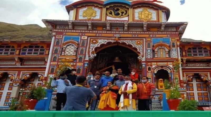 जय बदरी विशाल! बदरीनाथ धाम पहुंची पूर्व केंद्रीय मंत्री उमा भारती, दर्शन के बाद की पूजा अर्चना