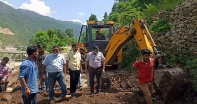 उत्तरकाशी के लोगों की विधायक गोपाल रावत ने उम्मीदें बढ़ा दी हैं। उन्होंने कहा है कि जल्द ही अठाली गांव तक वाहनों की आवाजाही शुरू होगी।