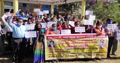 स्थायी नियुक्ति और पेंशन की मांग को लेकर अल्मोड़ा जिला कलेक्ट्रेट में आंदोलन करने वाले एसएसबी प्रशिक्षित गुरिल्लों के आंदोलन को 11 साल पूरे हो गए हैं।