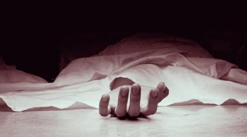 देहरादून के एक होटल में संदिग्ध हालत में युवक का शव मिलने के बाद सनसनी फैल गई है। पुलिस मामले की जांच कर रही है।