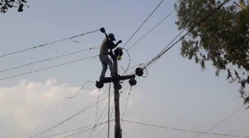 बागेश्वर वासियों को अगले कुछ दिनों तक परेशानी उठानी पड़ सकती है। कपकोट से बागेश्वर के लिए 33 केवी की बिजली लाइन की मरम्मत का काम विभाग ने शुरू कर दिया है।