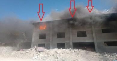 बदरीनाथ धाम में एक निर्माणाधीन होटल में आग लगने से हड़कंप मच गया। ये आग तीसरी मंजिल पर अचानक लग गई।