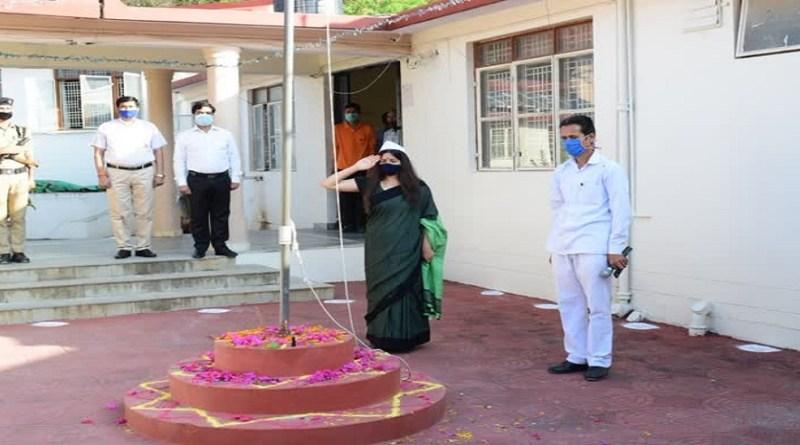 रुद्रप्रयाग में महात्मा गांधी और पूर्व प्रधानमंत्री लाल बहादुर शास्त्री को उनकी जयंती पर याद किया गया।