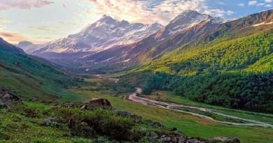 उत्तराखंड पर्यटन के लिए पूरी दुनिया में मशहूर है। विश्व के पटल पर देवभूमि की एक अलग पहचान है। ऐसा नहीं है कि ये पहचान आज बनी है। बल्कि सैकड़ों सालों से उत्तराखंड की ये पहचान है।