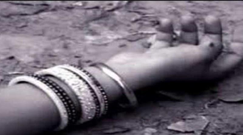 रुद्रप्रयाग के जंगल में घास काटने की वजह से एक महिला की मौत हो गई। बताया जा रहा है कि 31 साल की पपीता देवी घास काटने गई थीं।