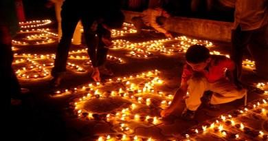 भगवान राम के 14 साल बाद वनवास पूरी कर अयोध्या पहुंचने की खुशी में दीप प्रज्वलित कर दीपावली मनाई जाती है।