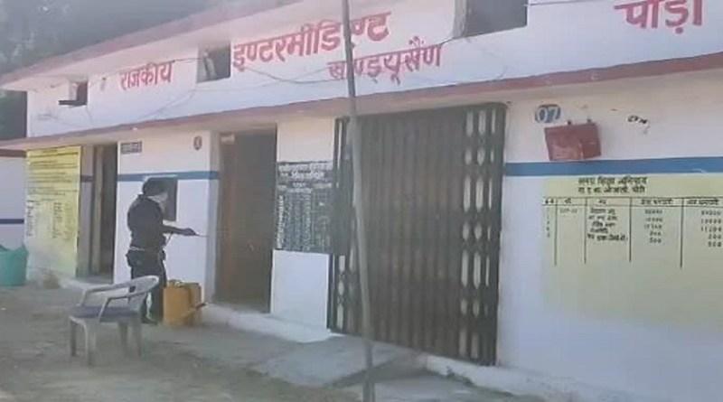 पौड़ी गढ़वाल के एक स्कूल में रह रहे कैदियों को लेकर जिला प्रशासन ने संज्ञान लिया है। कैदियों को स्कूल से हटाकर अन्यत्र शिफ्ट कर दिया गया है।