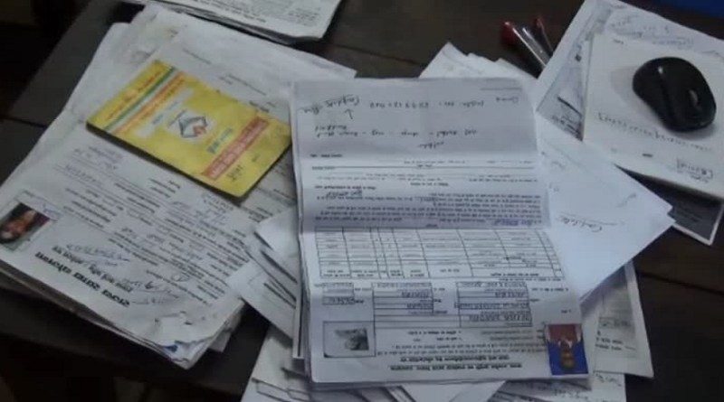अल्मोड़ा में राशन कार्ड को आधार से ऑनलाइन अपडेट नहीं कराने वाले लोगों की मुश्किलें बढ़ गई हैं।