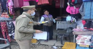 उत्तराखंड में कोरोना के बढ़ते प्रकोप को देखते हुए उत्तरकाशी में पुलिस लोगों की सुरक्षा के मद्देनजर जागरूकता अभियान चलाया।
