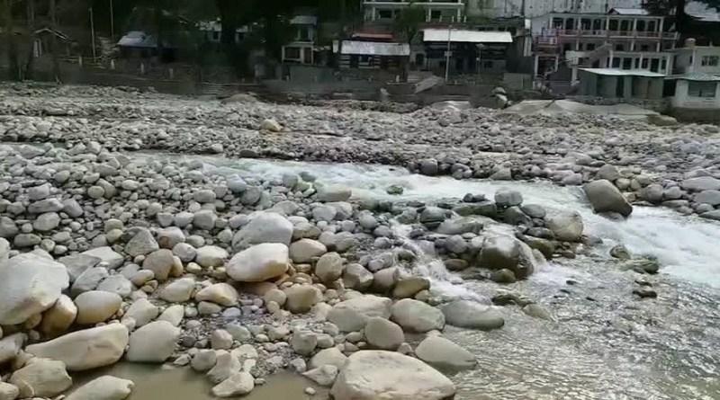 उत्तरकाशी जिला प्रशास और सरकार इको सेंसिटिव जोन का मास्टर प्लान बनने के बाद गंगोत्री में भगीरथी नदी से मलबा हटाने के लिए नई योजना तैयार की है।