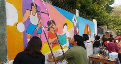 हल्द्वानी में शिक्षा विभाग उद्यान संस्था की मदद से शहर के सरकारी स्कूलों की दीवारों पर वॉल पेंटिंग कर लोगों को जागरुक करने की कोशिश कर रहा है।