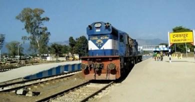 कोरोना महामारी की वजह से चंपावत के टनकपुर रेलवे स्टेशन को पौने तीन करोड़ रुपये का नुकसान हुआ है।
