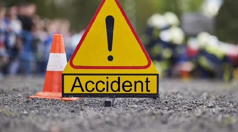 हरिद्वार के मंगलौर में बेकाबू ट्रक ने एक व्यक्ति को कुचल दिया, जिससे मौके पर ही उसकी मौत हो गई। हादसे के बाद मौके पर कोहराम मच गया।