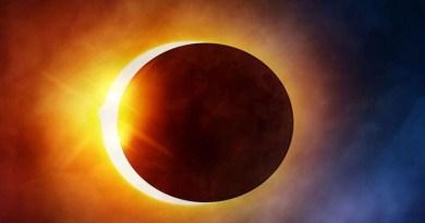 कुछ ही घंटे बाद लगने जा रहा है साल का सबसे प्रभावशाली सूर्य ग्रहण, थोड़ी सी लापरवाही इन दो राशि के लोगों पर पड़ेगी भारी!