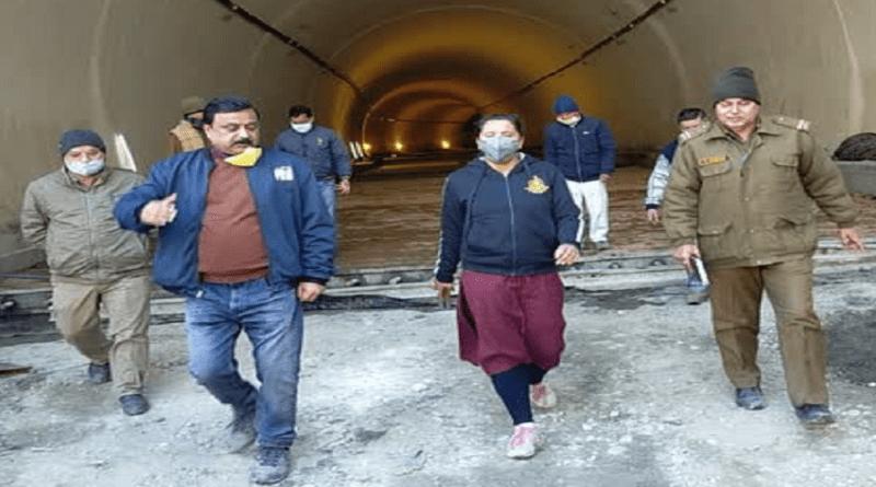 टिहरी: डीएम ईवा श्रीवास्तव ने चंबा टनल और ऑलवेदर सड़क निर्माण कार्यों का लिया जायजा
