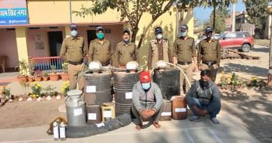 उधम सिंह नगर की नानकमत्ता पुलिस छापेमारी कर तीन शराब भट्टियों के खिलाफ कार्रवाई की। मौके से पुलिस ने हजारों लीटर लहन नष्ट किया।