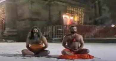 उत्तराखंड के केदारनाथ में जमा देने वाली माइनस 15 डिग्री की ठंड में नागा साधुओं के ध्यान लगाने का वीडियो तेजी से वायरल रहा है।