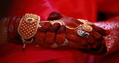 उधम सिंह नगर के काशीपुर में चोरी का चौंकाने वाला मामला सामने आया है। यहां शादी के अगले ही दिन लड़की लाखों की नकदी और जेवर लेकर फरार हो गई।