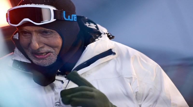 अमिताभ बच्चन ने एक तस्वीर शेयर की है, जिसमें वो लद्दाख में माइनस 33 डिग्री सेल्सियम में ठंड का आनंद लेते हुए नजर आ रहे हैं।