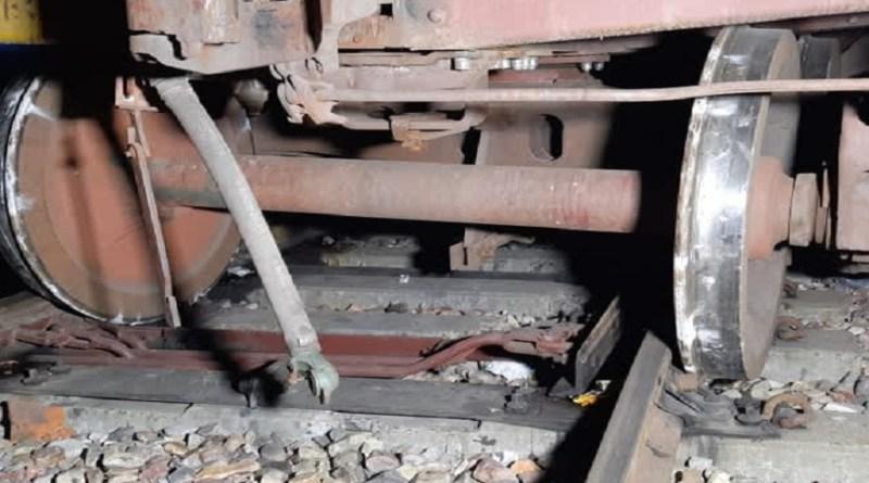 हरिद्वार में रेल हादसा! लक्सर में मालगाड़ी के दो डिब्बे पटरी से उतरे, मचा हड़कंप