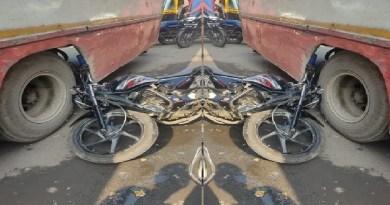 नैनीताल में दर्दनाक सड़क हादसा! वाहनों को रौंदते हुए गई बस, लोगों ने ऐसे बचाई जान