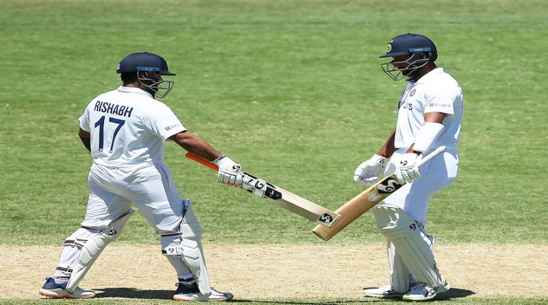 सिडनी में ऑस्ट्रेलिया के खिलाफ जारी तीसरे टेस्ट मैच के तीसरे दिन शनिवार को पहली पारी में भारत के तीन बल्लेबाज रन आउट हुए।