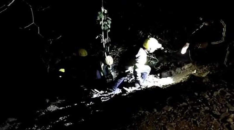 उत्तराखंड के ऋषिकेश-बद्रीनाथ मार्ग पर साकणीधार के पास दर्दनाक हादसा हुआ है। बेकाबू होकर एक कार खाई में गिर गई है।