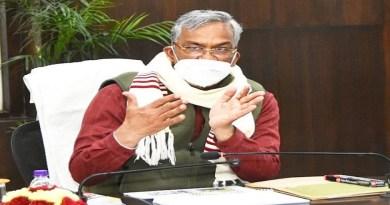 उत्तराखंड के लोगों को सीएम त्रिवेंद्र सिंह रावत ने बड़ी सौगात दी है। उन्होंने प्रदेश में मनरेगा के तहत कम से कम 150 दिन रोजगार गारंटी देने का फैसला किया है। सोमवार को रोजगार गारंटी परिषद की मीटिंग में ये फैसला लिया गया है।