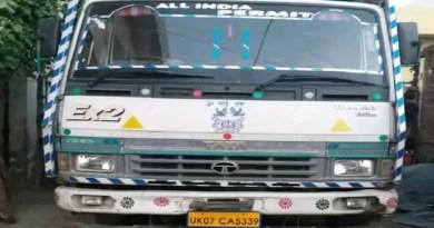 पौड़ी गढ़वाल में आबकारी पुलिस ने अवैध शराब के खिलाफ बड़ी कार्रवाई की है। चेकिंग के दौरान पुलिस ने ट्रक से 550 पेटी अवैध अंग्रेजी शराब बरामद हुई। आबकारी निरीक्षक आनंद सिंह चौहान ने ट्रक को सीज कर दिया है।