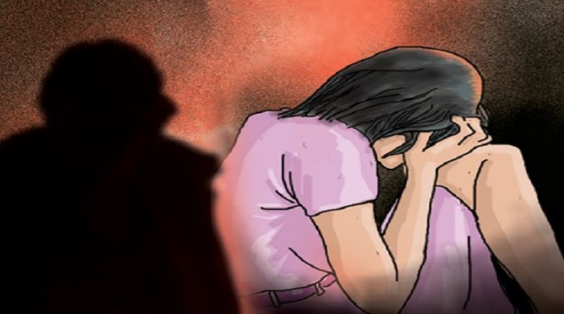 पौड़ी गढ़वाल के कीर्तिनगर ब्लॉक में एक 19 साल की रेप पीड़ित के अस्पताल से गायब होने के बाद हड़कंप मच गया है। पुलिस फिलहाल लड़की को ढूंढ रही है।
