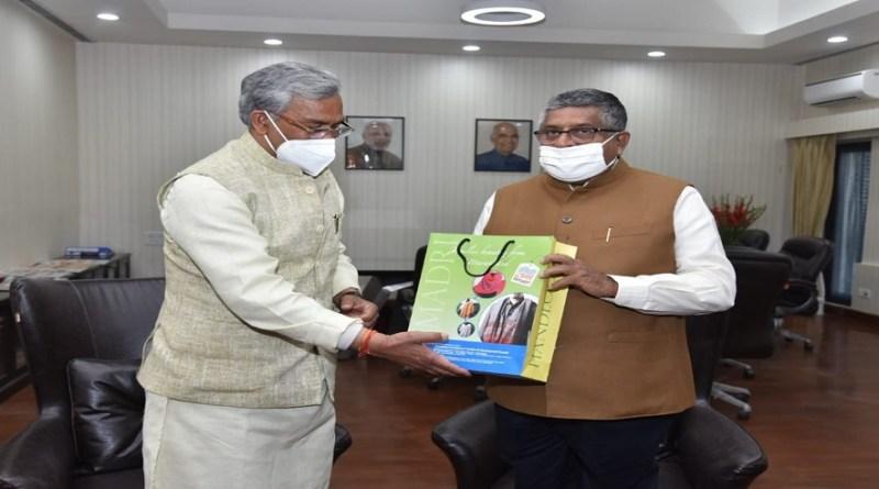 उत्तराखंड के मुख्यमंत्री त्रिवेंद्र सिंह रावत आज दिल्ली दौरे पर हैं। इस दौरान उन्होंने केंद्रीय मंत्री रविशंकर प्रसाद से मुलाकात की।