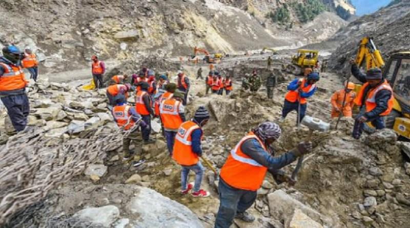 चमोली में आई आपदा के 11 दिन बीत जाने के बाद भी तलाशी अभियान पूरा नहीं हो पाया है। बुधवार को भी रेस्क्यू ऑपरेशन जारी रहा। आज भी दो शव बरामद हुए हैं। जिसके बाद मरने वालों की संख्या 58 पर पहुंच गई है।