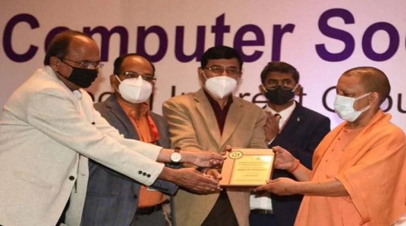 यूपी के सीएम योगी आदित्यनाथ ने उत्तराखंड को ई कैबिनेट के लिए सम्मानित किया है। उन्होंने ई कैबिनेट के बेहरीन काम के लिए लखनऊ में आयोजित एक काम के लिए अवार्ड ऑफ एक्सीलेंस से सम्मानित किया।