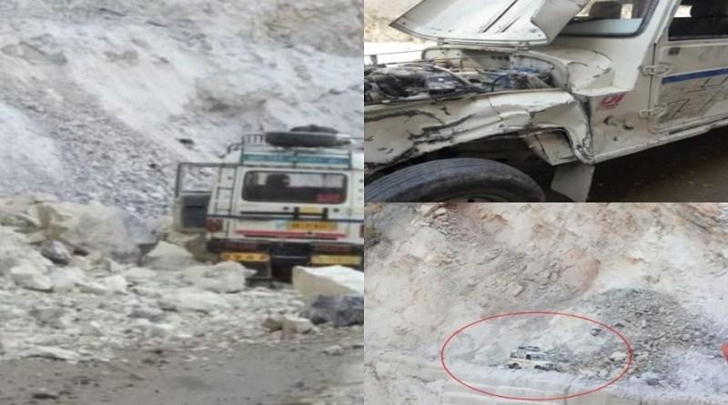 केदारनाथ और गौरीकुंड नेशनल हाईवे पर भटवाड़ीसैंण के पास पहाड़ का एक हिस्सा टूटकर मैक्स गाड़ी पर गिर गया।